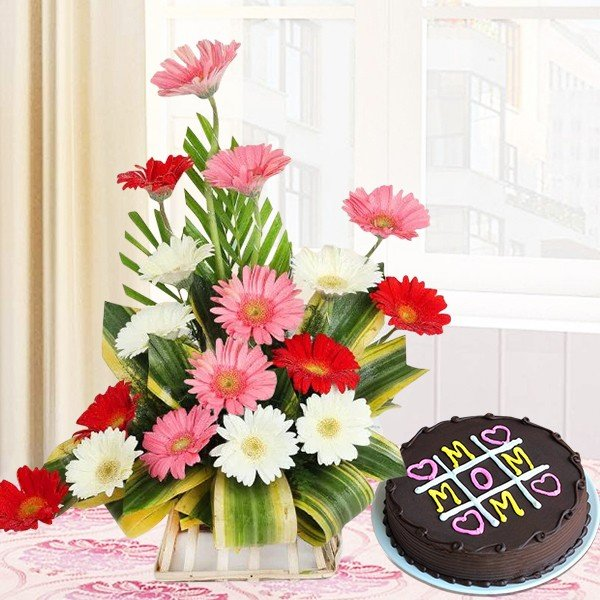 Flowers with a personalized cake