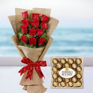Stylish Roses Bunch With Rocher