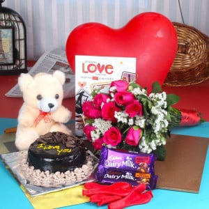 ROMANTIC HAMPER FOR THIS VALENTINE DAY